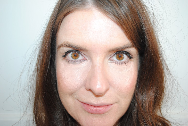 trish-mcevoy-instant-eye-lift-review-application