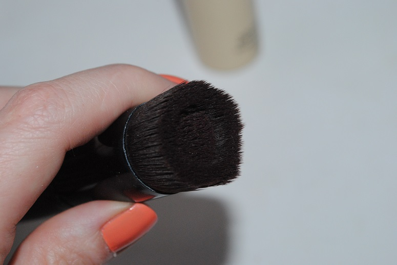 Bare-Minerals-BareSkin-foundation-brush-review-3