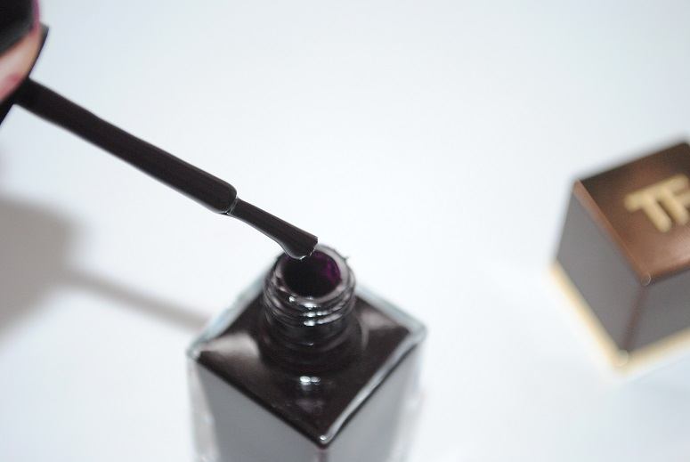 Tom-Ford-Fall-2014-Nail-Lacquer-Black-Cherry-review-3
