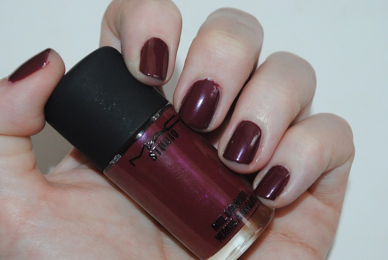 mac-a-novel-romance-nail-lacquer-sunset-sky-swatch