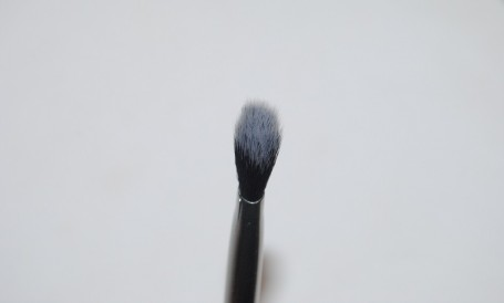 real-techniques-nic's-picks-angled-shadow-brush-review-2