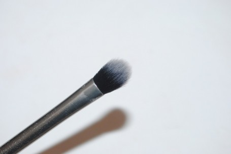 real-techniques-nic's-picks-base-shadow-brush-review