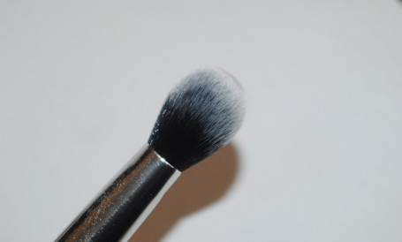 real-techniques-nic's-picks-cheek-brush-review-2