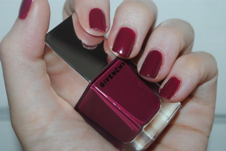 givenchy-le-rouge-a-porter-nails-framboise-velours-19-swatch