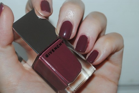 givenchy-le-rouge-a-porter-nails-rose-satin-18-swatch