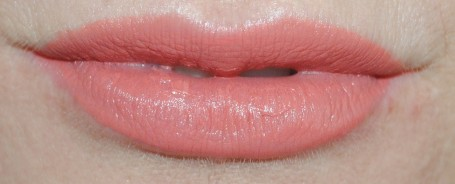 rimmel-apocalips-matte-lip-lacquer-swatch-atomic-rose-206