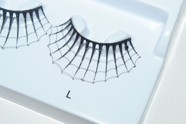 eylure-halloween-lashes-spooky-review