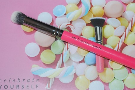 zoeva-pink-elements-142-concealer-buffer
