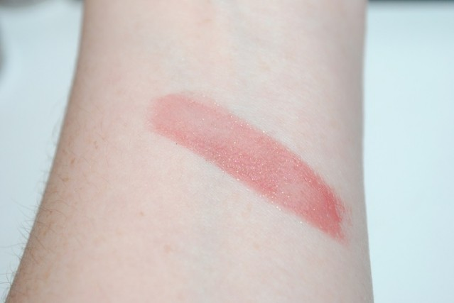 bare-minerals-in-the-spotlight-be-a-star-diamond-glaze-swatch