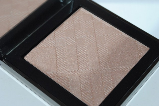 simple-contouring-burberry-fresh-glow-gold-02