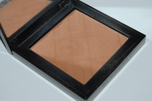 simple-contouring-burberry-summer-glow-04