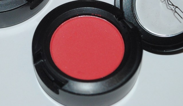 MAC-red-red-red-eyeshadow-strike-while-haute-review