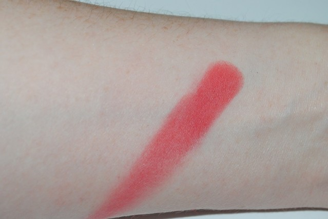 MAC-red-red-red-eyeshadow-strike-while-haute-swatch