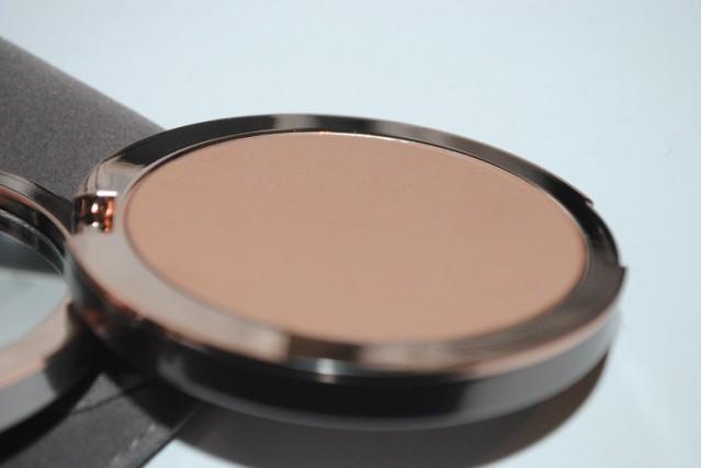 delilah-cosmetics-matte-bronzer-review-2