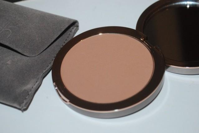 delilah-cosmetics-matte-bronzer-review-medium-dark