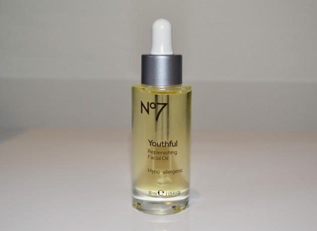 no7-youthful-replenishing-oil-review