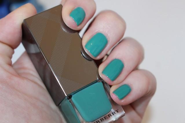 burberry-beauty-spring-2015-nails-swatch-aqua-green-418