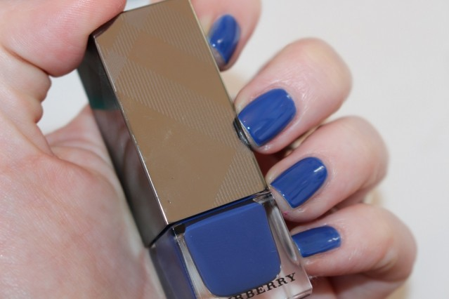 burberry-beauty-spring-2015-nails-swatch-imperial-blue-429