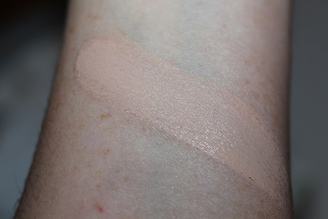 clinique-beyond-perfecting-foundation-concealer-alabaster-swatch