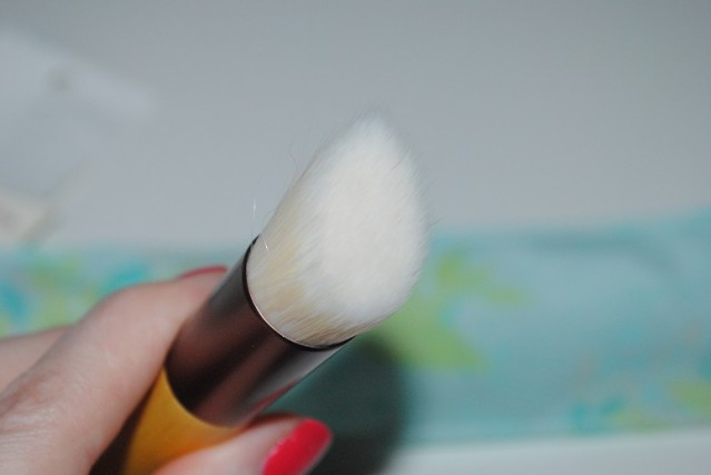 ecotools-skin-perfecting-bb-brush-review-3