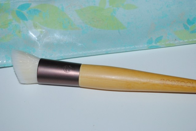 ecotools-skin-perfecting-bb-brush-review-4