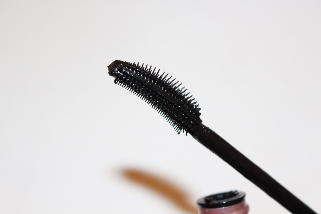 maybelline-lash-sensational-multiplying-mascara-review-brush