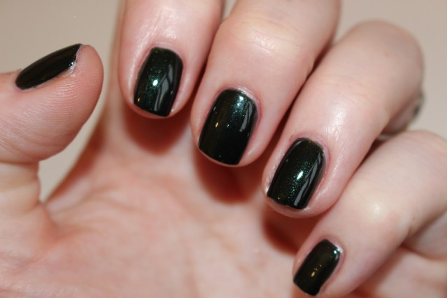tom-ford-Nail-Lacquer-Black-Jade-swatch-2
