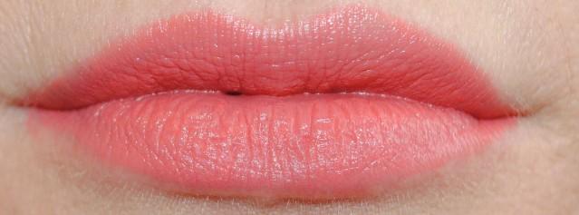 elizabeth-arden-beautiful-color-moisturizing-lipstick-matte-swatch-coral-crush