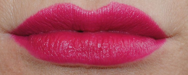 elizabeth-arden-beautiful-color-moisturizing-lipstick-matte-swatch-raspberry