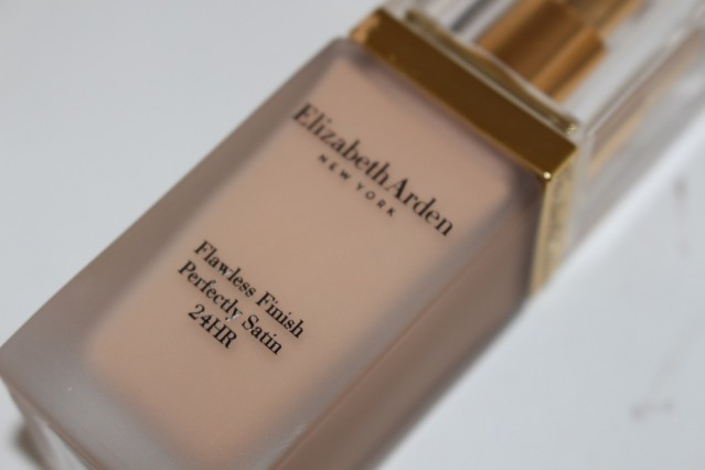 elizabeth-arden-flawless-finish-perfectly-satin-24hr-makeup-spf15-review