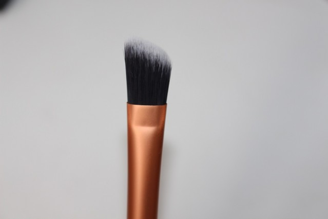 Concealer brush real techniques