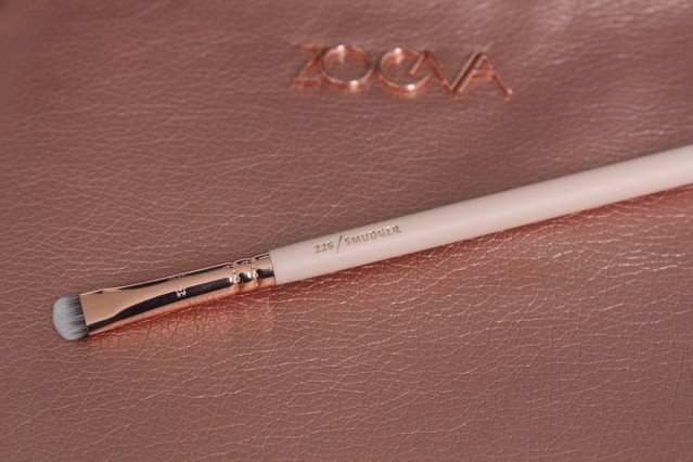 zoeva-rose-golden-vol-2-226-smudger-brush
