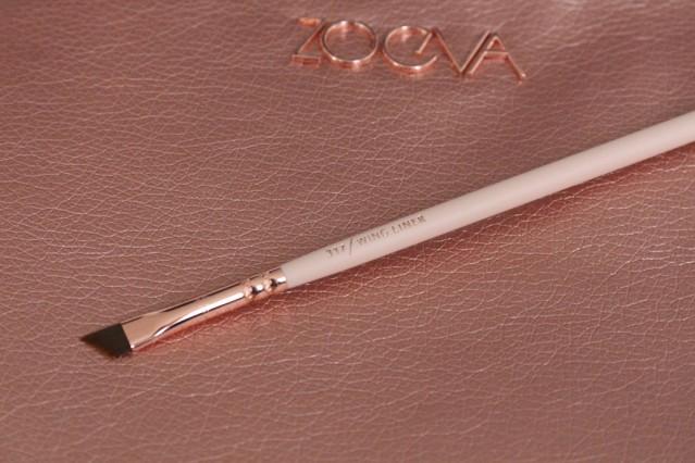 zoeva-rose-golden-vol-2-317-wing-liner-brush