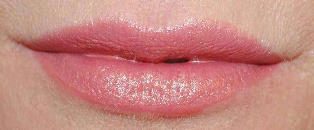 Clinique-pop-lip-colour-primer-swatch-bare-pop-02