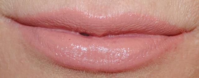 Clinique-pop-lip-colour-primer-swatch-beige-pop-04