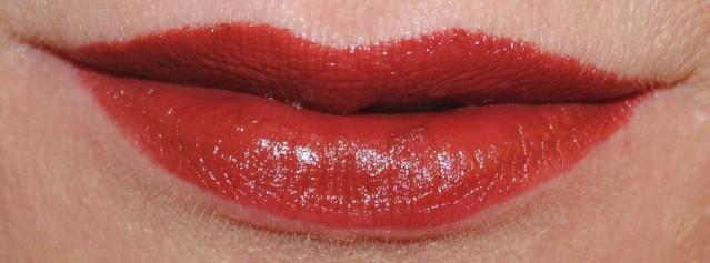 Clinique-pop-lip-colour-primer-swatch-cola-pop-03
