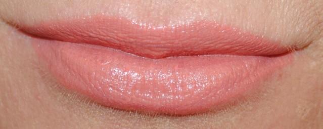 Clinique-pop-lip-colour-primer-swatch-melon-pop-05
