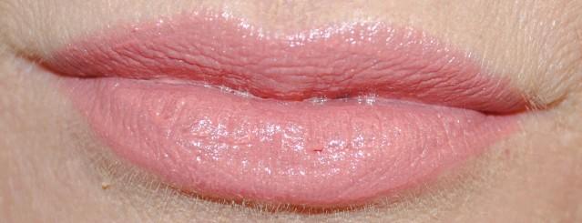 Clinique-pop-lip-colour-primer-swatch-nude-pop-01