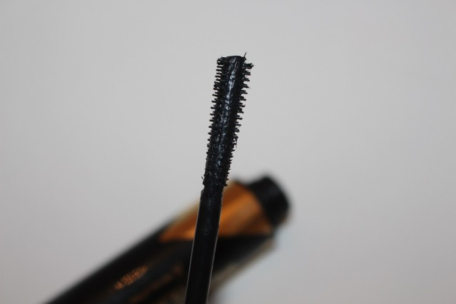 Max-Factor-Masterpiece-Glamour-Extensions-Mascara-Review-brush