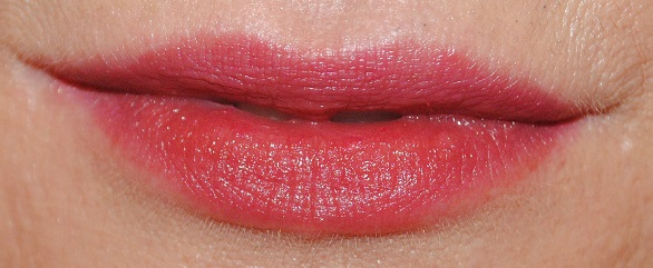 burberry-kisses-lipstick-swatch-garnet