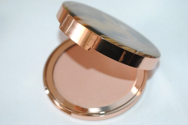 charlotte-tilbury-norman-parkinson-dreamy-glow-highlighter-review-2