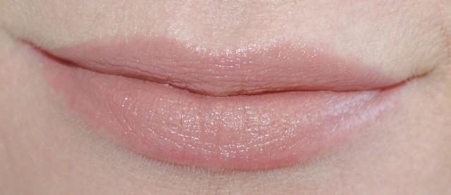 laura-mercier-creme-smooth-lip-color-swatch-praline-cream