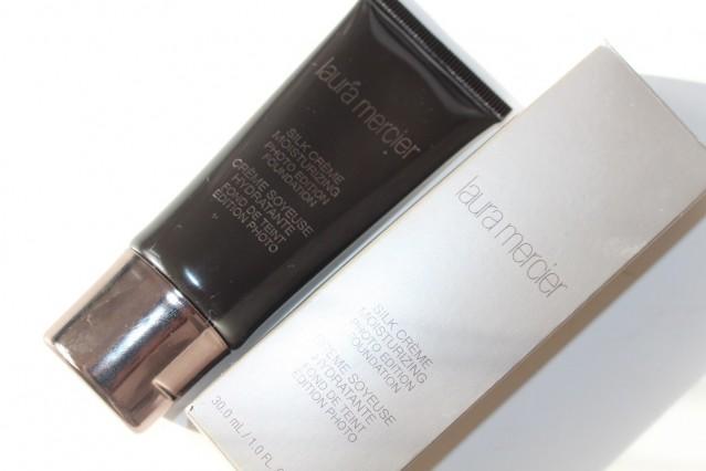 laura-mercier-silk-creme-moisturizing-photo-edition-foundation-review