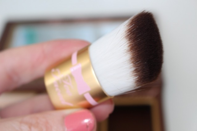 too-faced-cocoa-contour-kit-review-brush