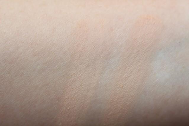 bourjois-nude-sensation-foundation-swatches-41-42