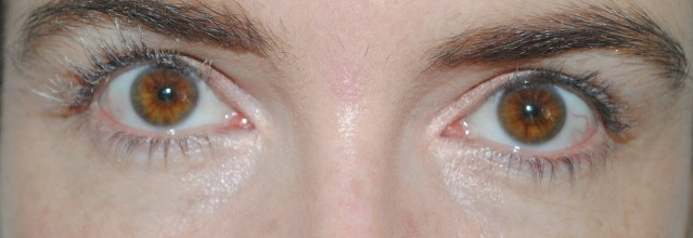 l'oreal-paris-superstar-mascara-swatch-step-1