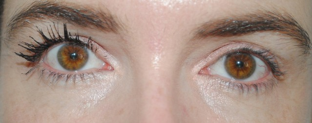 l'oreal-paris-superstar-mascara-swatch-step-2