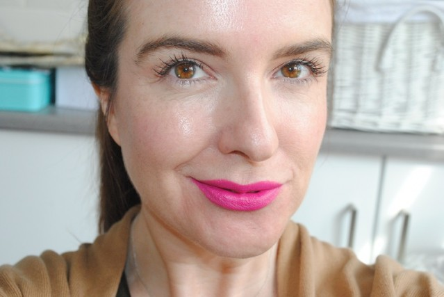 tom-ford-lip-color-matte-electric-pink-swatch