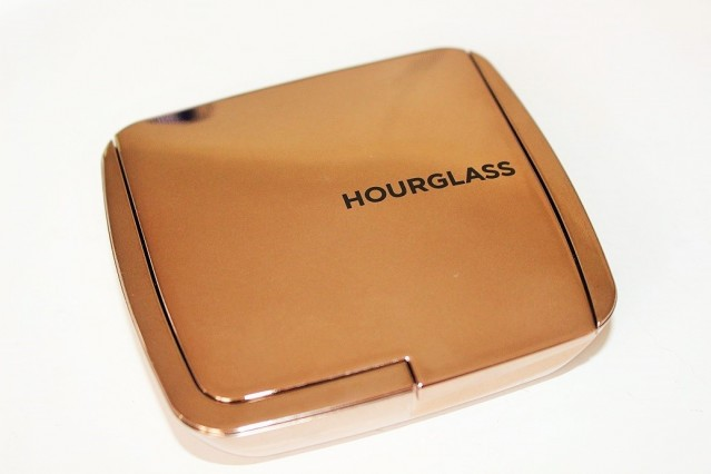 hourglass-ambient-lighting-bronzer-review-swatch
