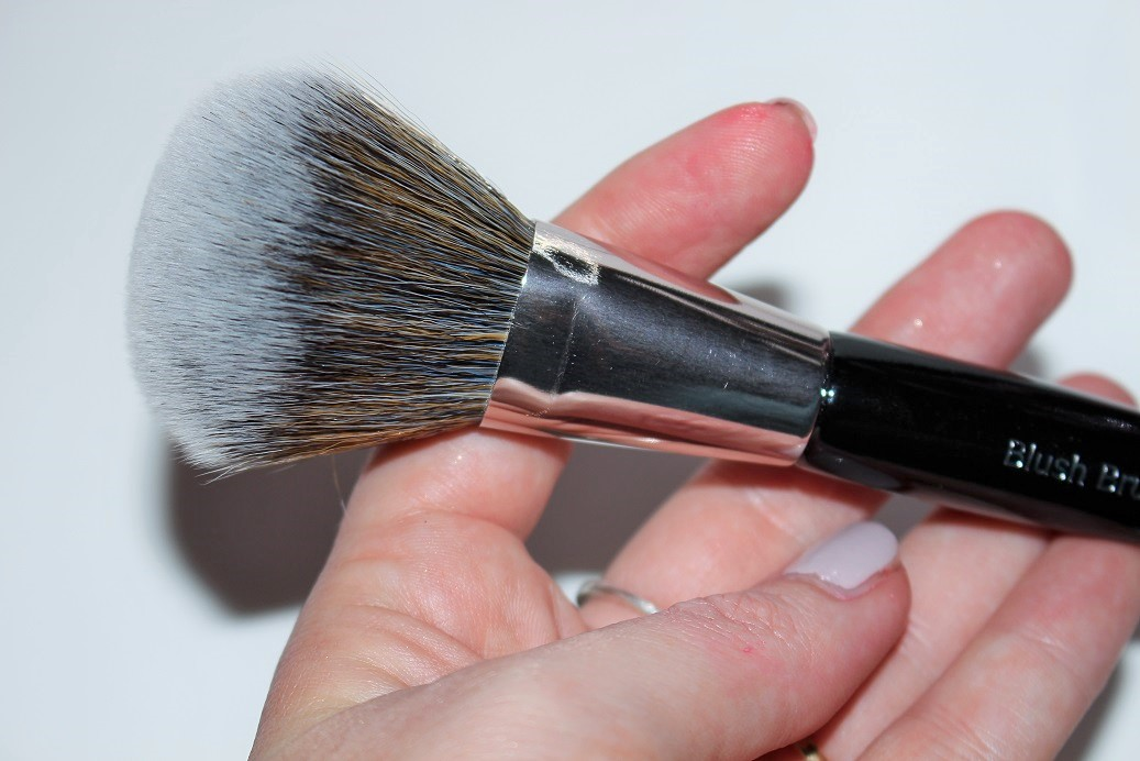 how to choose good makeup brushes